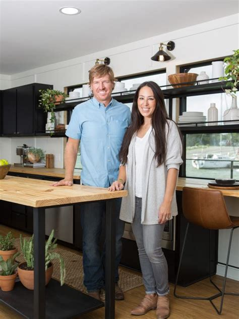 chip and joanna gaines houseboat fixer upper it floats hgtv s fixer upper with chip and