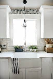 ideas for kitchen windows best 25 kitchen window treatments ideas on