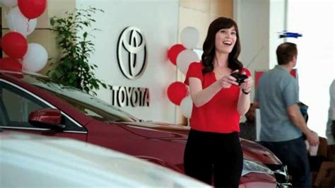 toyota commercial actress laurel coppock and her toyota commercial know all about
