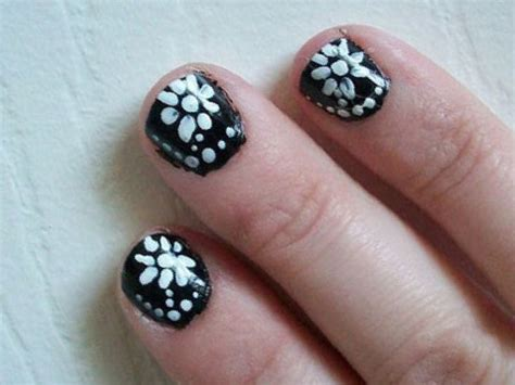Simple Flower Design Nails