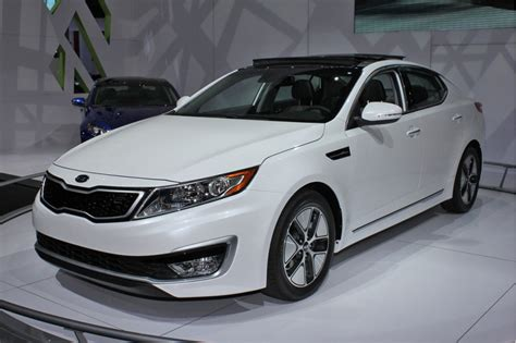 How Much Are Kia Optimas 2011 Kia Optima Hybrid To Cost 26 500 Less Than Camry