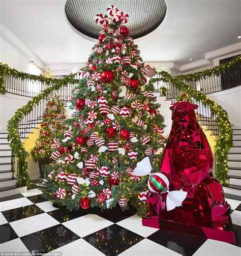 which kardashian has won the battle for best christmas