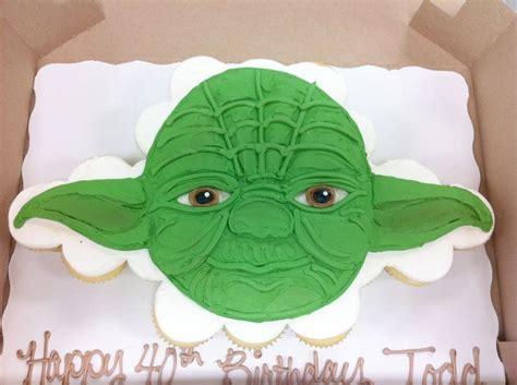 220 Ber 1 000 Ideen Zu Yoda Cake Auf Pinterest Kuchen Monster Cupcakes Und Geburtstagskuchen Yoda Cake Template