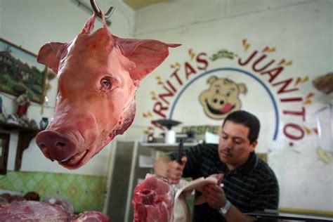 file butcher at guanajuato market jpg wikimedia commons