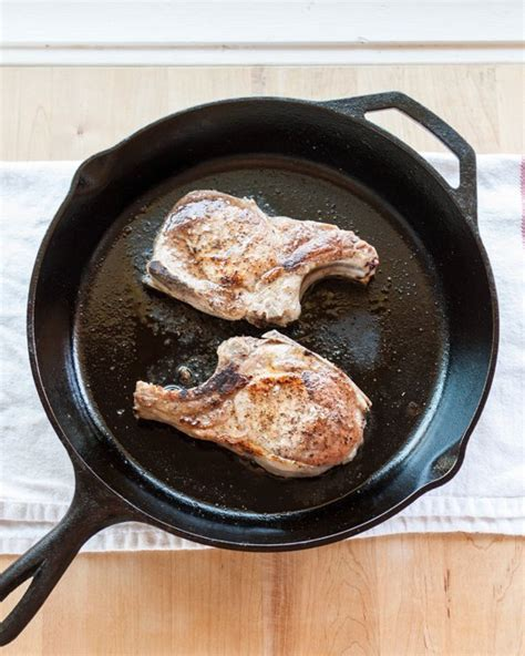 how to cook tender juicy pork chops in the oven