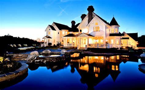 gorgeous houses gorgeous lake house home design elements