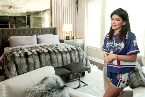 kylie jenner bed kylie jenner gives tour of quot really personal quot bedroom pictures us magazine