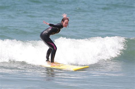 helen hunt surfing helen hunt in ride stars go surfing in la zimbio