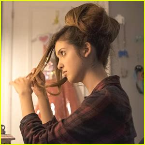 laura marano s bad hair day style the austin ally bad hair day photos news and videos just jared jr