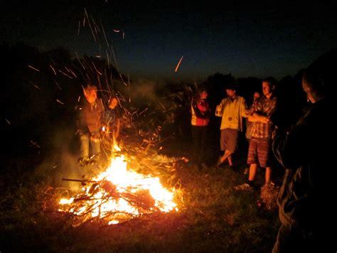 outdoor bonfire party games home party ideas