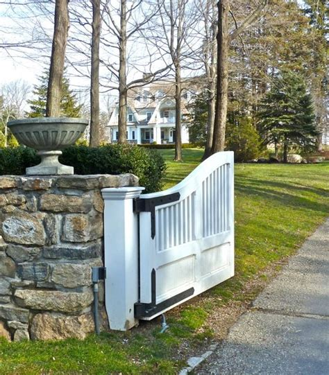 Driveway Entrance Planters by Driveway Gate Welcome At Page At Http