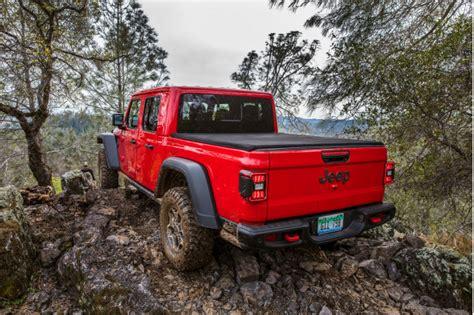 2019 Vs 2020 Jeep Wrangler by 2019 Jeep Wrangler Vs 2020 Jeep Gladiator Compare Trucks