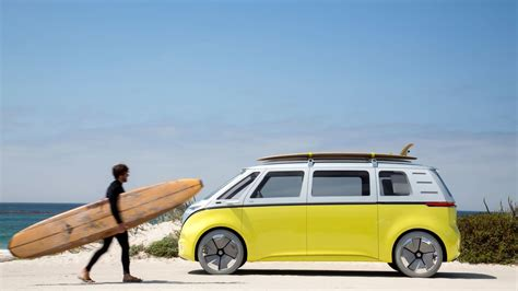 volkswagen van beach pebble beach 2017 the vw van is back but this time it s