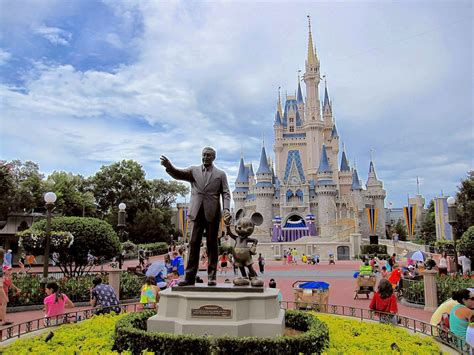 themes park disney disney says zika is not hurting its florida theme park