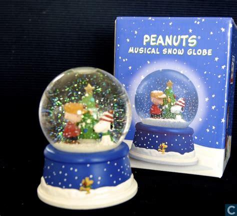 hallmark extra large snow globes peanuts musical snow globe hallmark catawiki
