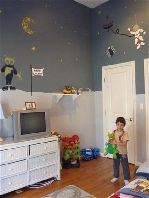 space themed room brings   astronaut    boy