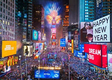 k new year 2014 纽约时报广场百万民众迎新年 成人纸尿裤显神通 中文国际