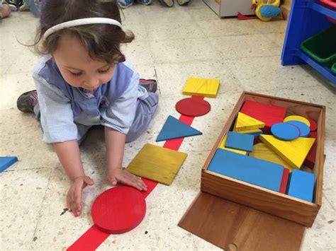 imagenes de niños jugando con figuras geometricas colegio echeyde la inteligencia l 243 gico matem 225 tica