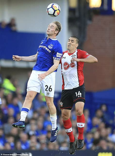 epl everton everton leaves southton in epl trouble with late draw
