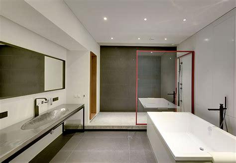 salle de bain avec plan de travail inox