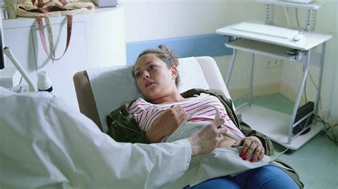 wann merkt dass schwanger ist unter uns caro erf 228 hrt dass sie nicht schwanger ist