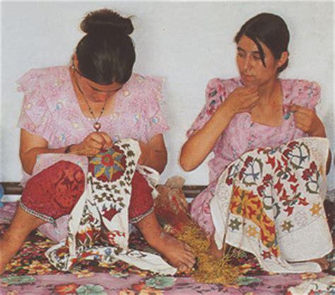 suzanis from uzbekistan uzbek embroideries suzani