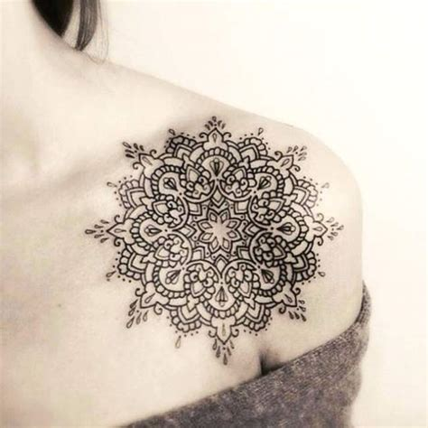 tattoo mandala epaule tatouage de femme tatouage mandala noir et gris sur 201 paule