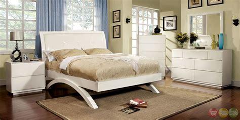 white platform bedroom sets delano contemporary white platform bedroom set with padded
