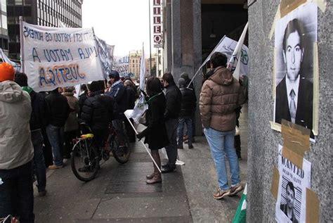consolato brasiliano in in piazza tutti divisi contro il no all estradizione di