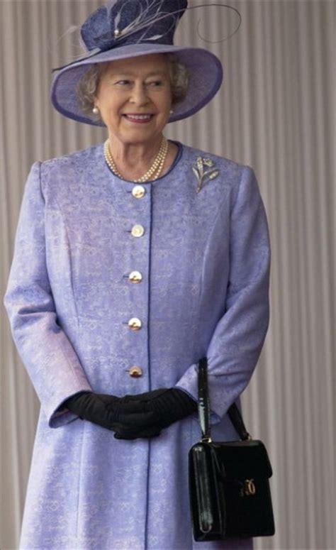 queen elizabeth handbag the queen s handbags have turned a corner telegraph