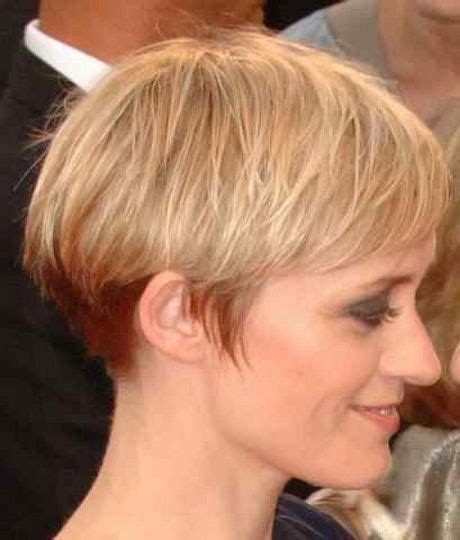 wedge haircut for grey hair 25 best ideas about wedge haircut on pinterest short