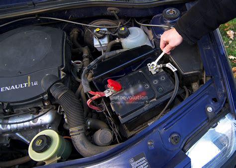 replace  car battery autoevolution