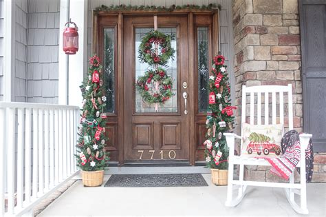 front doorway christmas decorations front porch decorating ideas you ll want to copy for
