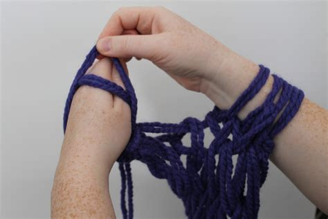 how to knit a scarf left handed arm knitting tutorial you ll fall in with this