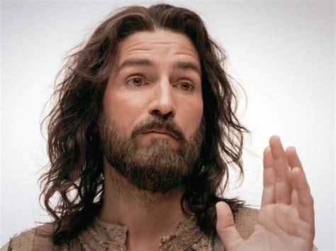 Eyeliner Implora jim caviezel somehow returning as jesus for mel gibson s of the 2