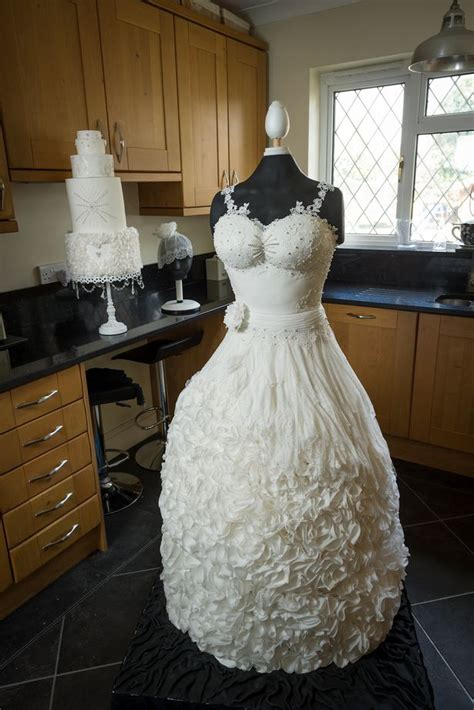 Wedding Dress Wedding Cake by Beautiful Wedding Dress Made Out Of Cake Goes Viral