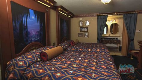 World Room Royal Guest Rooms At Walt Disney World S Port Orleans