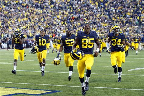 best college football the top 10 best uniforms helmets in college football fan