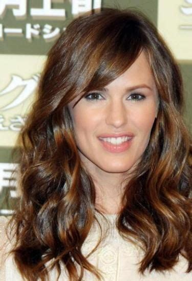 swoop bangs with short curly hair jennifer garner side swept and long wavy hair on pinterest