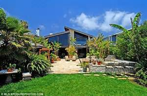 Home Cinema Decor Uk goldie hawn has a blast scouting for a new home in pacific