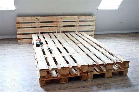 palettenbett bauen diy palettenbett selber bauen palettenbett selber