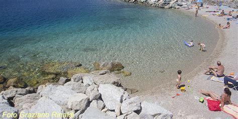 porto azzurro spiagge isola d elba le 10 spiagge pi 249 goelba it