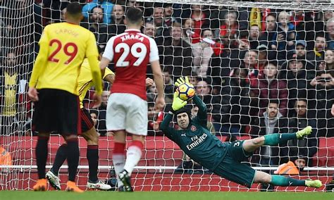epl keepers clean sheet arsenal s petr cech first keeper to 200 premier league