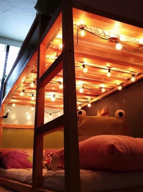 11 unexpected ways to decorate your dorm with holiday