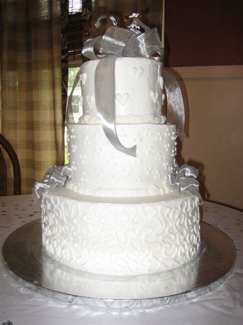 25th Wedding Anniversary Cake Love the hearts on the top