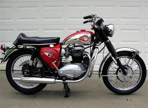 looks like a 1966 bsa lightning 650 cc a big bike back