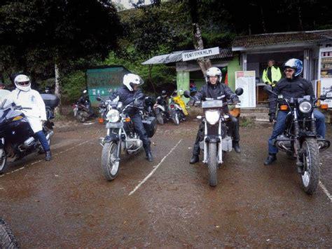 Kaos Tahun Klub Putih 01 bmw motorcycle club jakarta turing awal tahun kawah putih