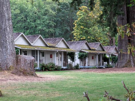 Lake Crescent Cabins by Olympic Peninsula