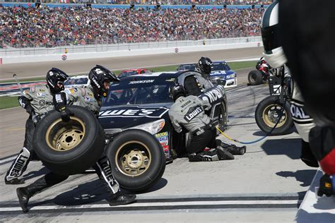 pound las vegas late pass leads to victory donuts in las vegas for keselowski st george news