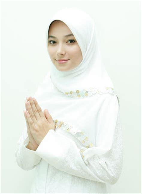 Terbaru Jilbab Tania Rumbai foto orang cantik asmirandah profil asmirandah gambar orang cantik